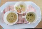 野菜粥とうどん汁と煮魚(鮭)と野菜煮