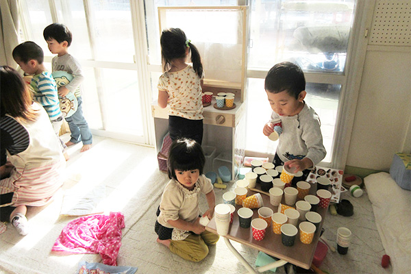 http://www.hoiku-mirai.com/inada/image/04class/1802-pengin.jpg