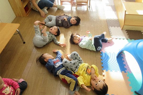http://www.hoiku-mirai.com/inada/image/04class/2002-hiyoko.jpg